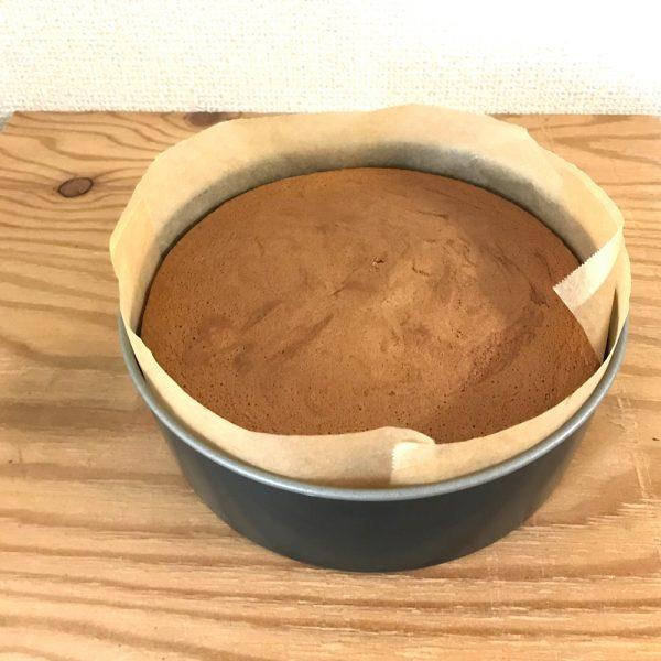 xmas用手作りスポンジケーキ オーブンから出したところ