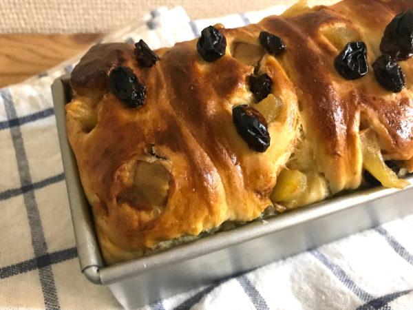 パウンド型で焼く、リンゴとレーズンのミニ食パン。