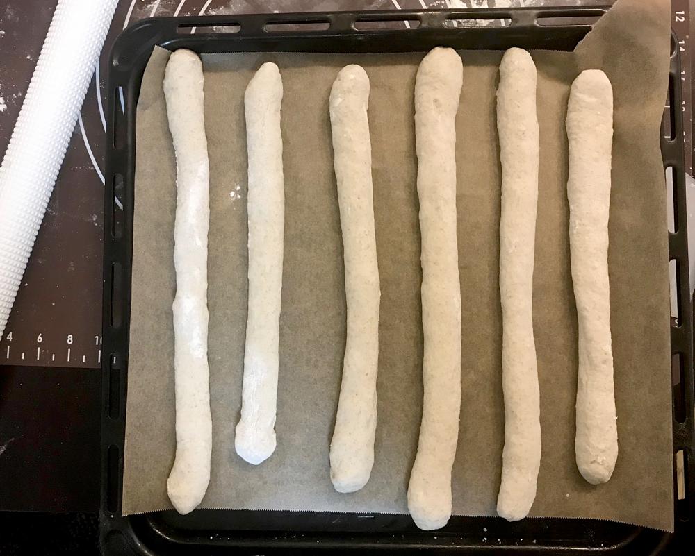 簡単ミルクフランスパンの成形したところ