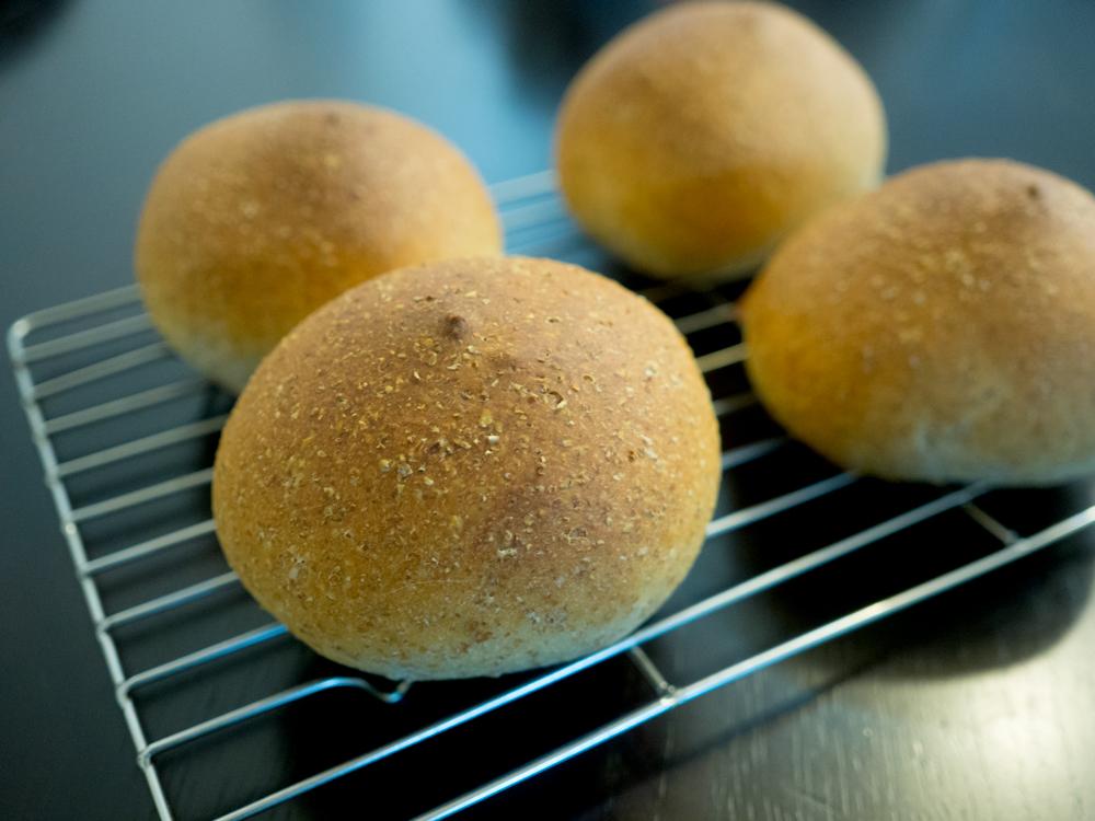 ミニフランスパン 栗の渋皮煮入り 焼き上がり