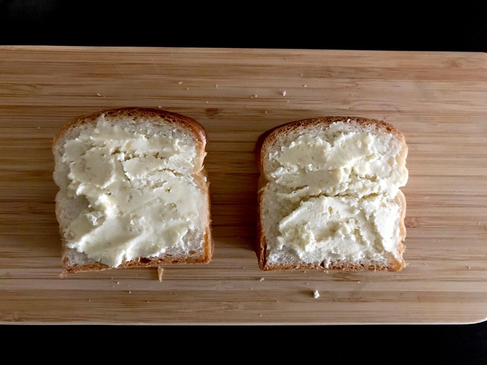 アーモンドバターの美味しい食べ方 アーモンドトースト