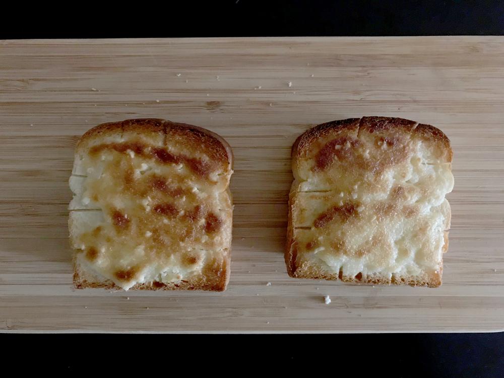 アーモンドバターの美味しい食べ方 アーモンドトースト 焼いたところ