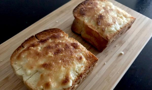 パンに塗って焼くだけで至福のトースト!Cafe la dadaさんのアーモンドバター