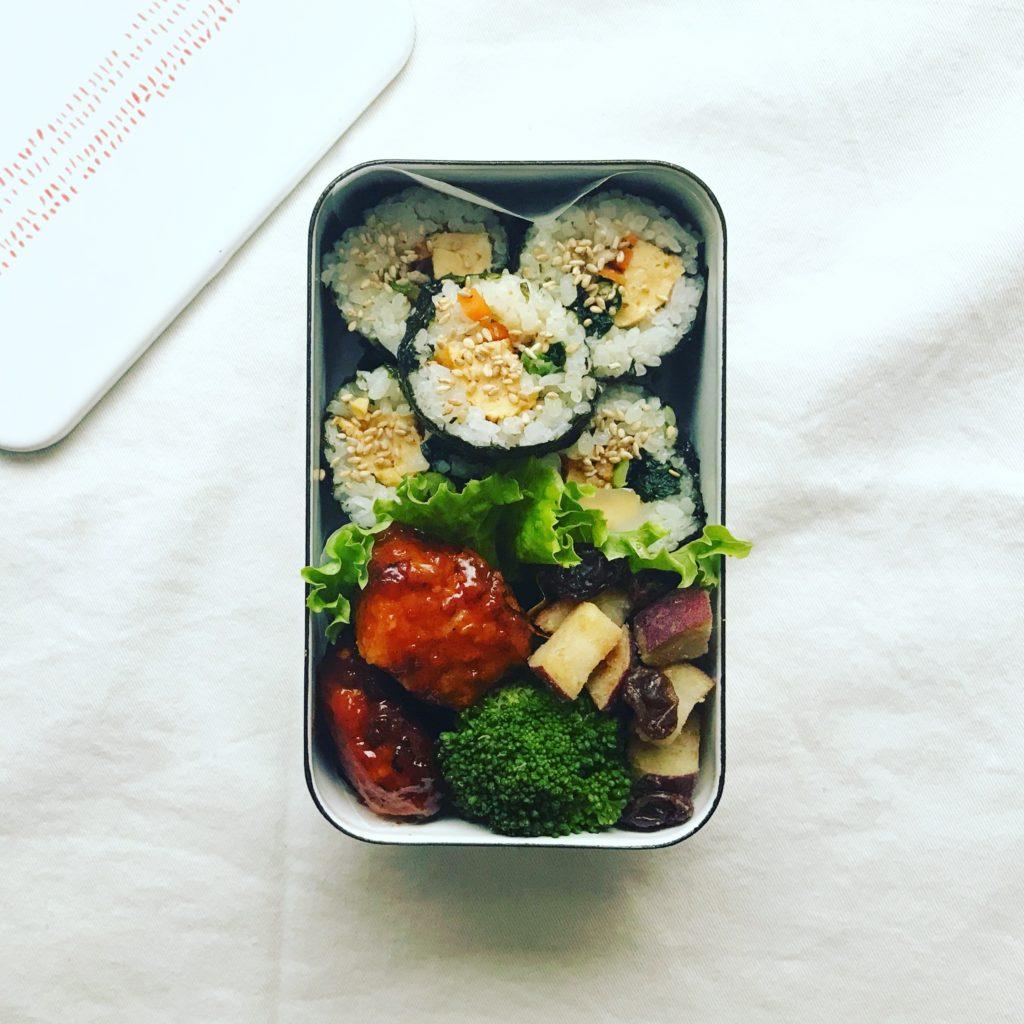 韓国風 ヤンニョムチキンとキンパ弁当